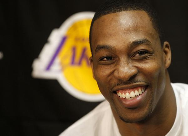 Dwight Howard received Twitter pleas from Steve Nash and Magic Johnson to stay with the Lakers.