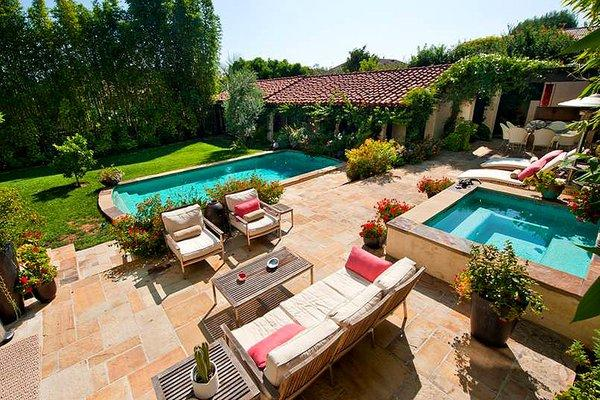 Actress Kate Walsh has sold her Spanish-style estate in Los Feliz.