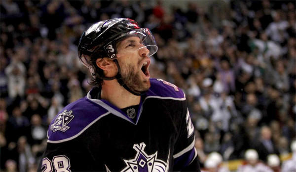 Kings center Jarret Stoll suffered a seizure at his Hermosa Beach home on Wednesday.