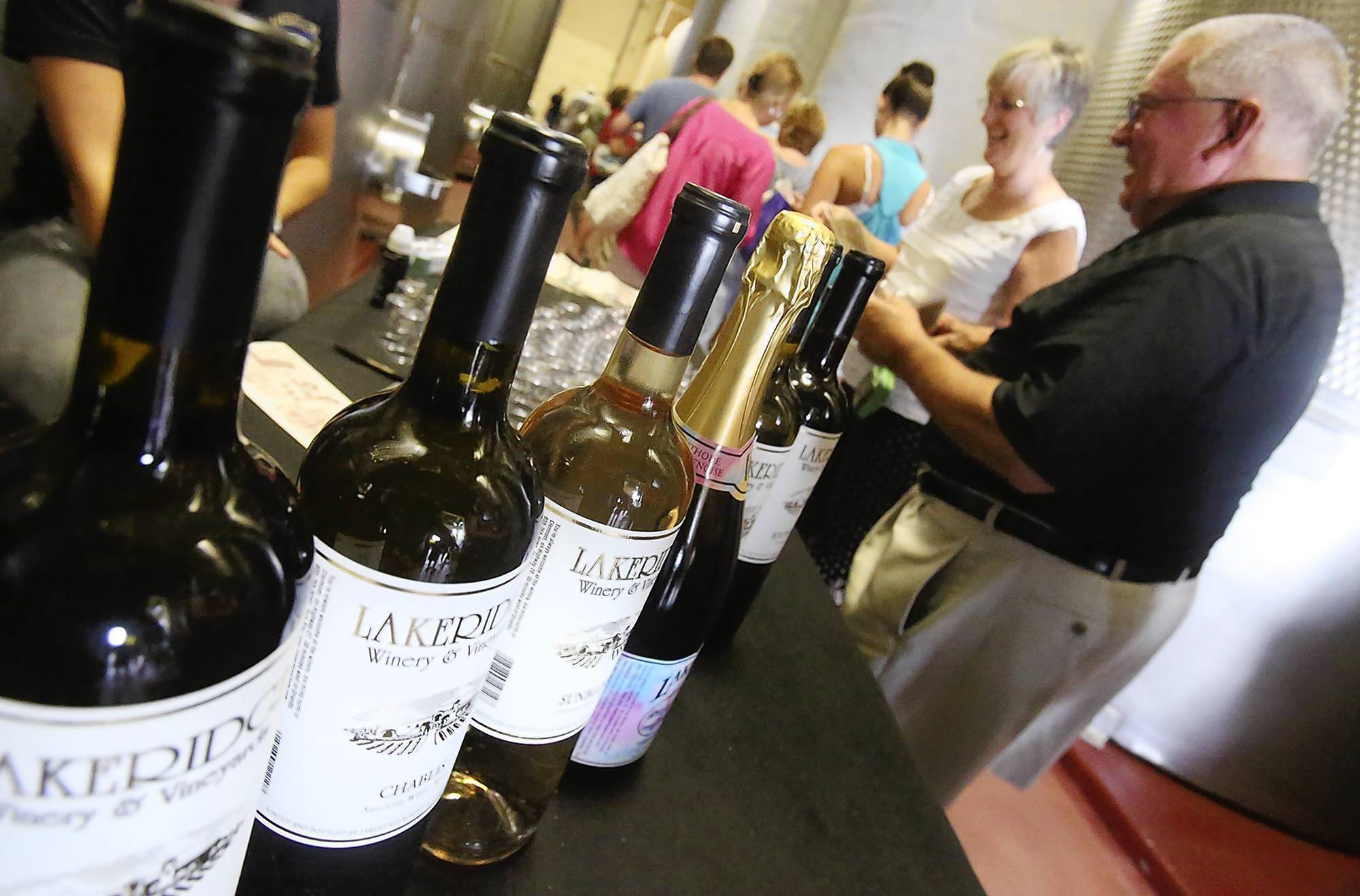 Lakeridge Winery offers free sips and specials in Clermont.