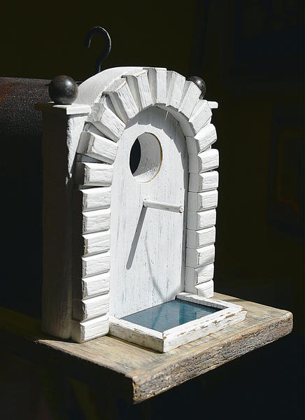 Sharpsburg Heritage Society will hold silent auction for a custom-made birdhouse by Robert Gallienne for Sharpsburg's 250th anniversary. The donated birdhouse resembles the town's Big Spring.