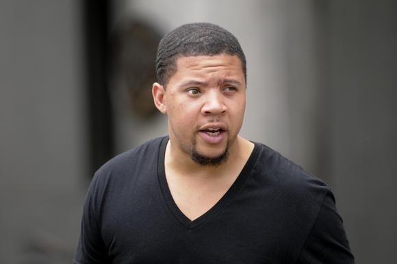Alexander Bradley, el hombre que perdi la visin de un ojo despus de que presuntamente recibi un disparo en la cara por Aarn Hernndez en Miami, aparece ante el Tribunal Superior de Hartford para una audiencia relacionada con una carga domstica.
