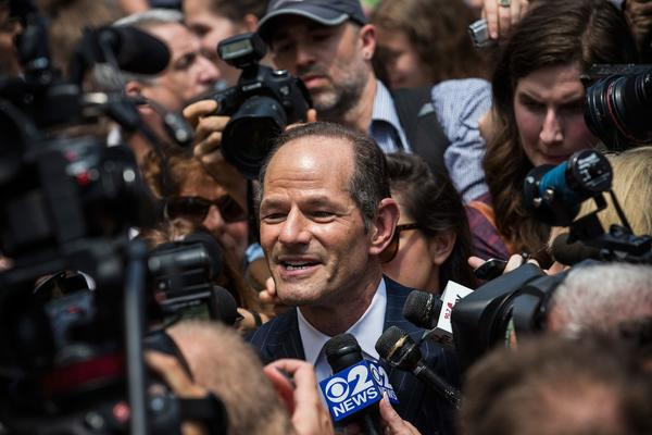 Former New York Gov. Eliot Spitzer is mobbed by reporters as he attempts to collect signatures to run for comptroller of New York City.
