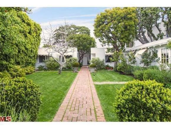 Actress Peri Gilpin sells Malibu retreat