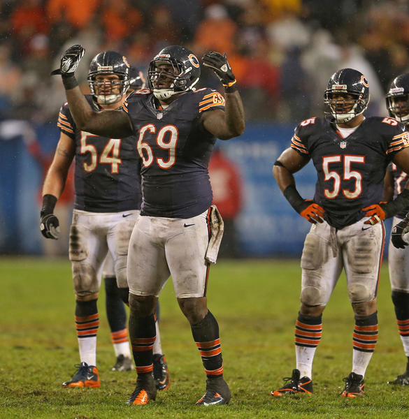 The Bears are facing a Monday deadline to sign defensive tackle Henry Melton (69) to a multi-year deal.