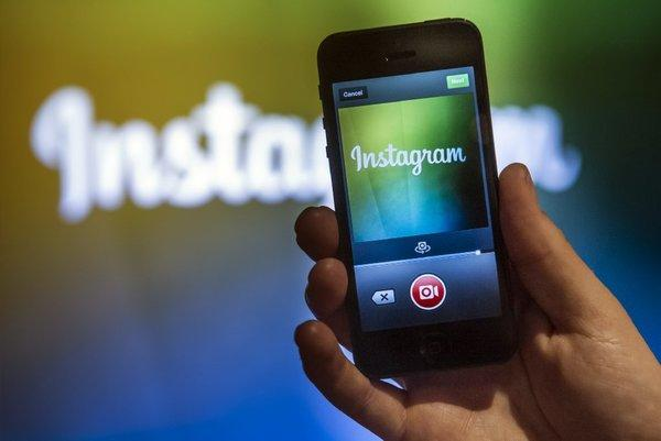 A Facebook employee demonstrates Instagram's video product.