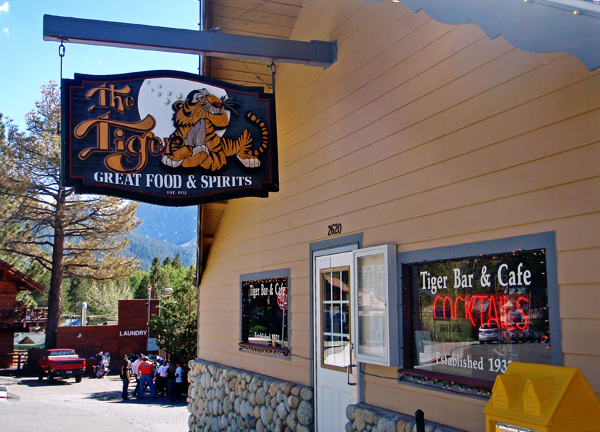 Weekend Escapes: June Lake, Calif. - The Tiger Bar & Cafe
