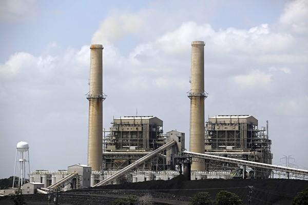 Coal's share of total domestic power generation in the first four months of 2013 averaged 39.5%, compared with 35.4% a year earlier, according to the Energy Information Administration. (G.J. McCarthy, Dallas Morning News / July 11, 2013)