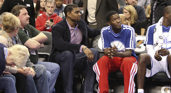 Andrew Bynum never got off the bench for the 76ers because of knee injuries.