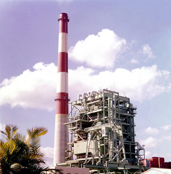 In 1959 work proceeds on FPL Port Everglades power plant.