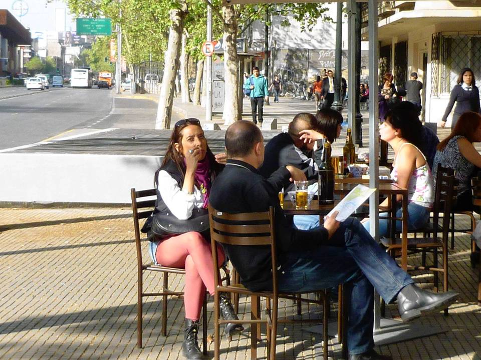 Cafe life around Bellas Artes neighborhood pays little attention to rush hour and whistle-blowing cops.