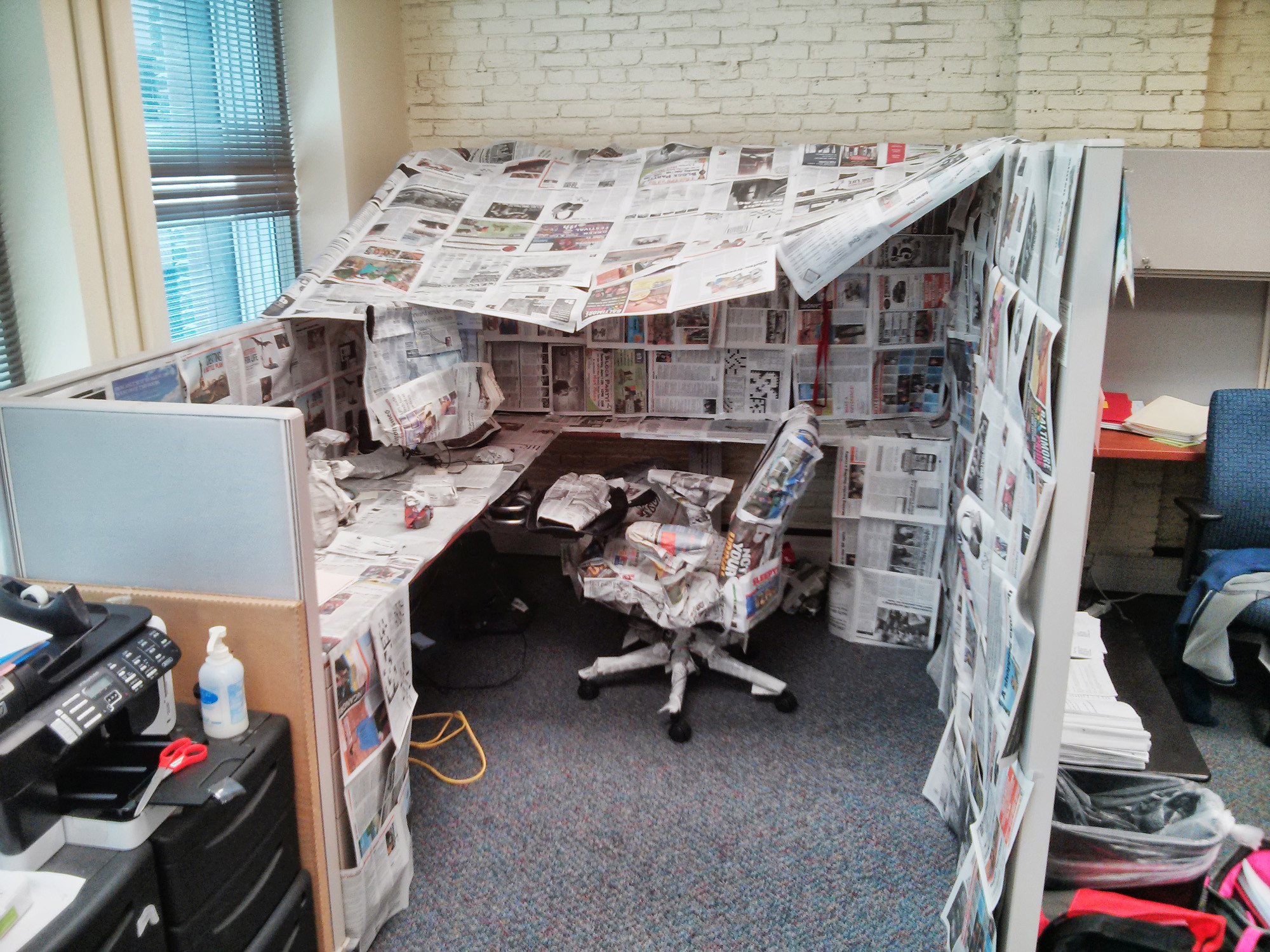 & Wrapping coworkeru0027s cubicle with b [Pictures] - Baltimore Sun