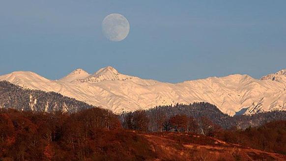 Alpine событий в зимней Олимпиаде 2014 года будет проходить в Красной Поляне, Россия, горнолыжного района горы около 25 км от Сочи.