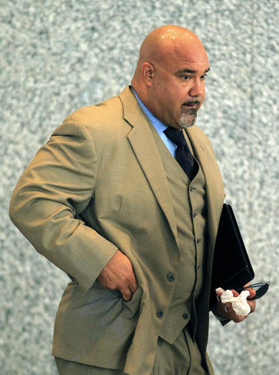 Former Chicago Bears Chris Zorich enters court