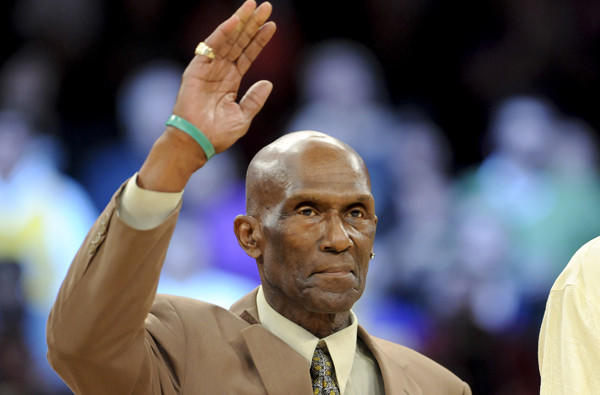 Flynn Robinson is honored along with other members of the Lakers' 1972 NBA championship team.