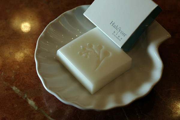 Most hotel guests steal the soap but some take more valuable amenities, a survey shows.