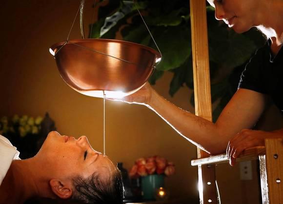 oil pour massage