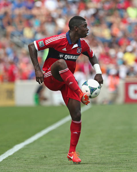 Jalil Anibaba controls a pass against Sporting Kansas City.