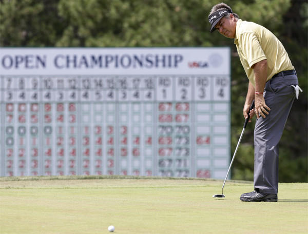 Kenny Perry posted nines of 32-32 Saturday to move to within two shots of the lead at the U.S. Senior Open.