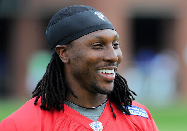 Atlanta Falcons wide receiver Roddy White apologized for a tweet about the George Zimmerman verdict.