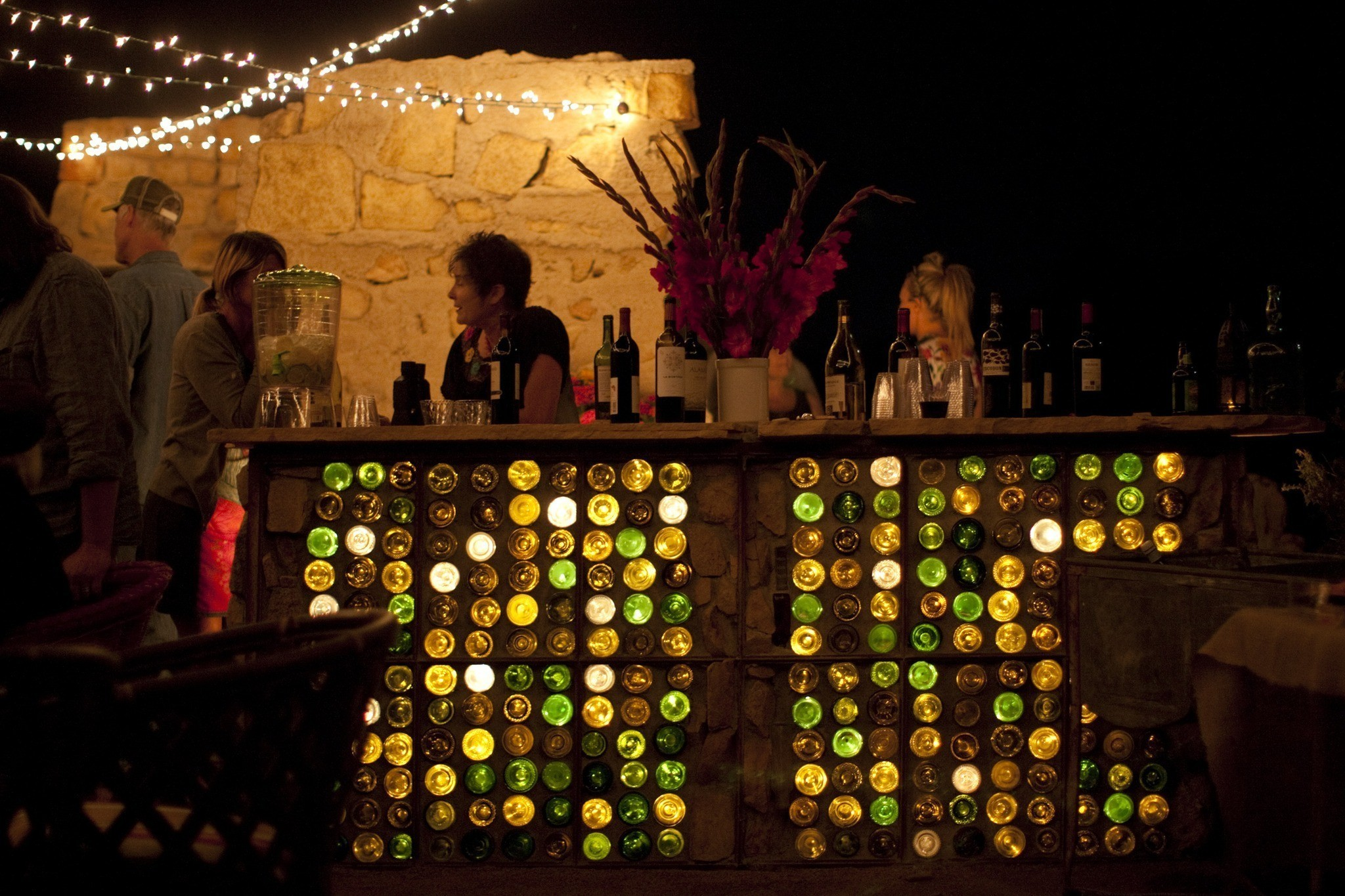 The how to behind the ruin 39 s bottle bar chicago tribune for How to build a bottle wall