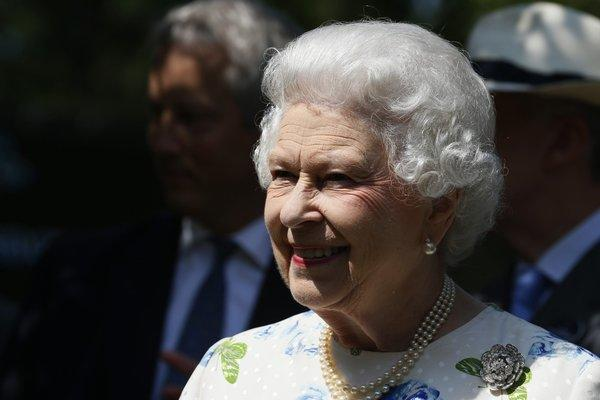 Queen Elizabeth II has given her approval to a law allowing same-sex marriages in Britain.