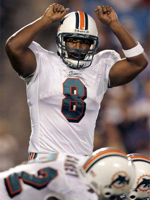 Daunte Culpepper plays quarterback for the Miami Dolphins in 2006.
