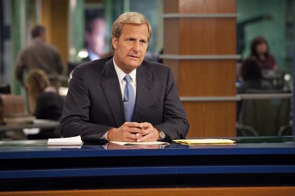 "Jeff Daniels of ""The Newsroom"" says real TV anchors ""realized we weren't there to make anyone look bad, that we're there to show who they are."""