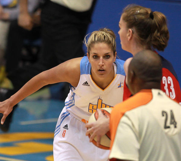 Sky forward Elena Delle Donne guards the Mystics Emma Meesseman.