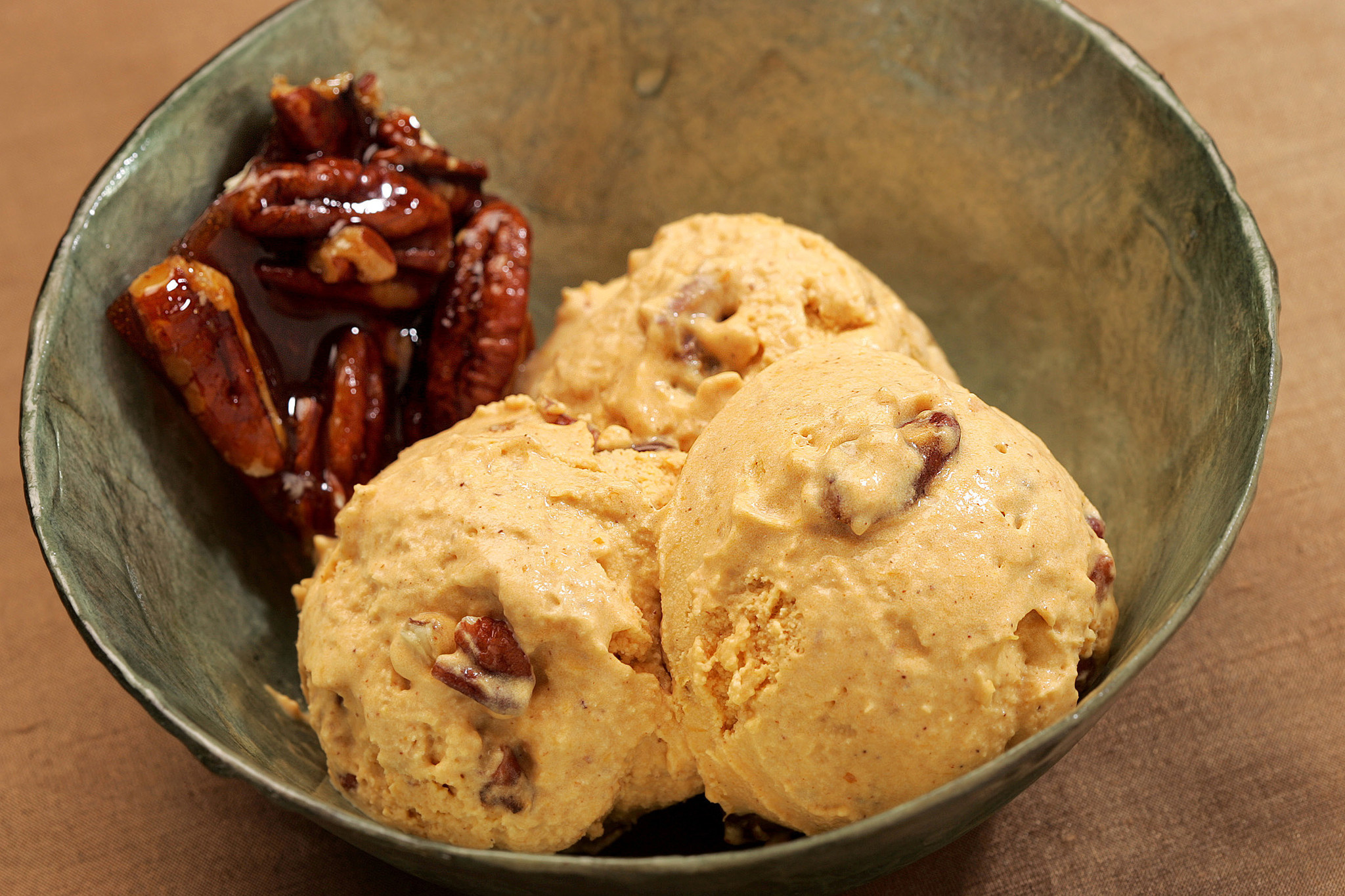 Photos: 97 great Thanksgiving recipes - Pumpkin pie ice cream with pecan praline