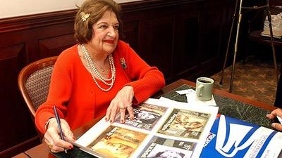 Helen Thomas dies at 92; pioneering journalist