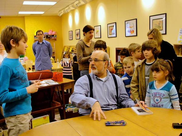 Author David Lubar signs books for kids in Bethlehem.