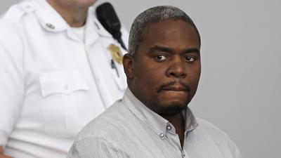 Ernest Wallace en su comparecencia ante el Tribunal de Distrito de Attleboro el 8 de julio. Se declar no culpable de cmplice de asesinato.