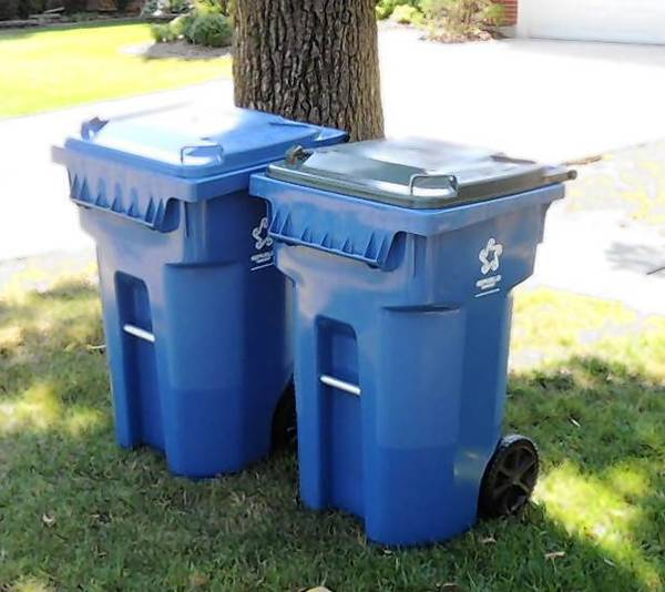 Elmhurst residents should be using new toters like those pictured here.