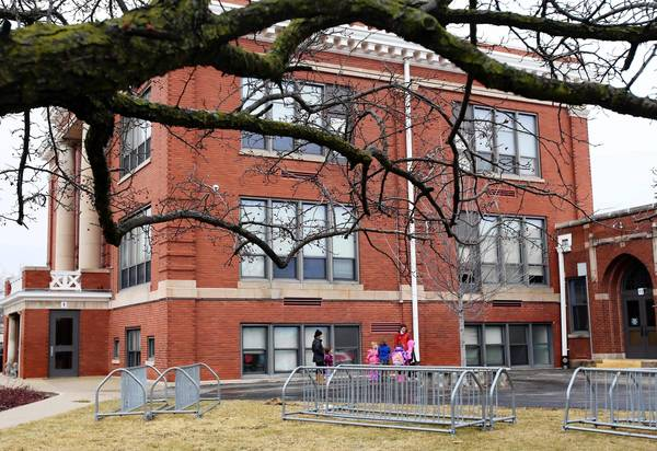 Students wait outside of Lincoln School in Highland Park on Jan. 28.