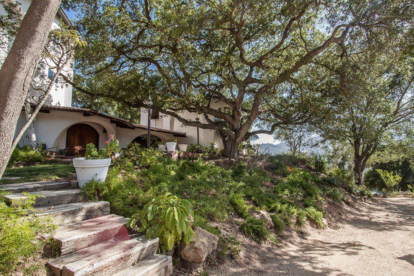 'Dexter' composer buys Topanga house