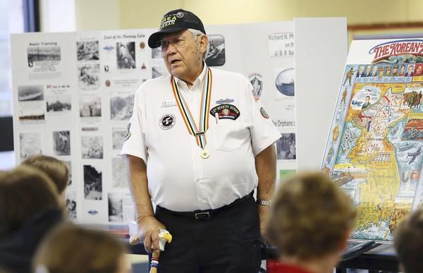 Tom Thiel shares with students at St. Paul Catholic School in Leesburg his experience in the Korean War.