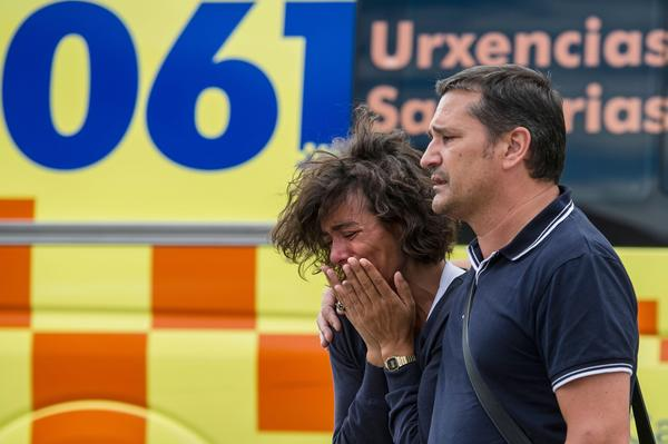 Passenger train derailment kills scores in Spain - Waiting for news