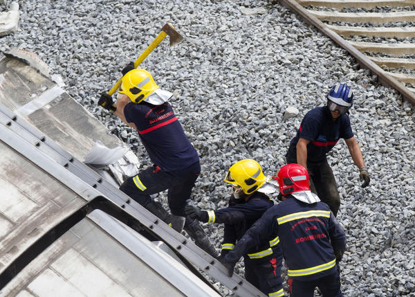 Passenger train derailment kills scores in Spain - Making entry