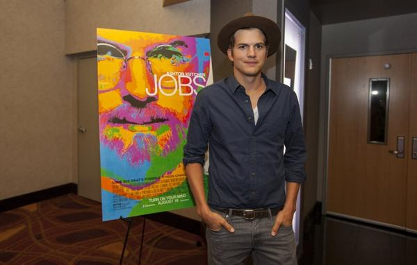 Ashton Kutcher plays Steve Jobs in 'Jobs'