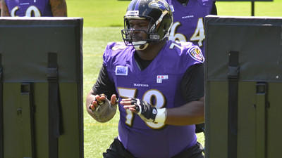 Bryant McKinnie struggles in first day of practice