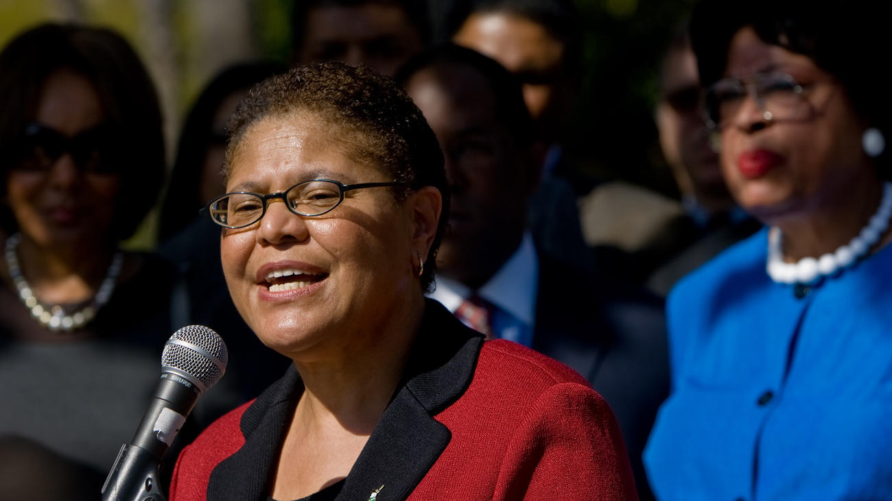 U.S. Rep. Karen Bass (D-Los Angeles) has launched a petition and a hashtag, #DiagnoseTrump. (Irfan Khan / Los Angeles Times)