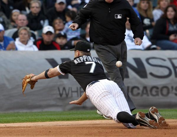 White Sox second baseman Jeff Keppinger reaches for an RBI double by Royals center fielder Lorenzo Cain during the sixth inning at U.S. Cellular Field on Saturday.