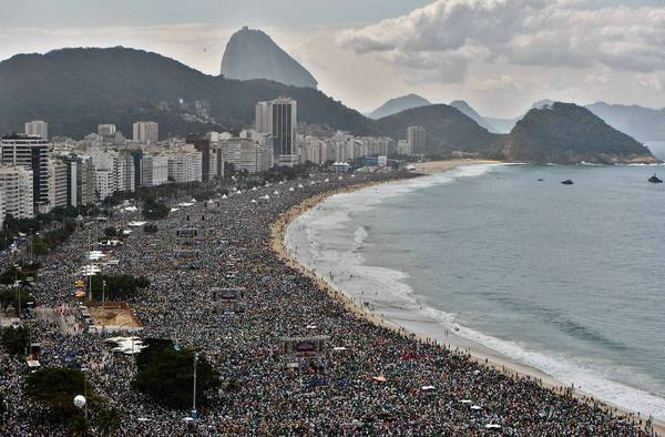 Brazil Beaches People People Pack Copacabana Beach
