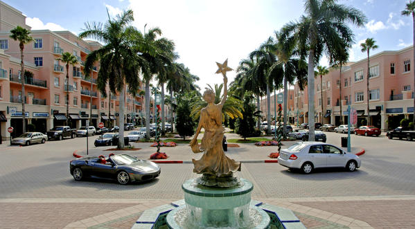 FLZREALESTATE1217A, BOCA RATON, 12/17/2008 -- Mizner Park looking south. The city's debt for buying Mizner Park is five years from being paid in full. Staff Photo By Mark Randall