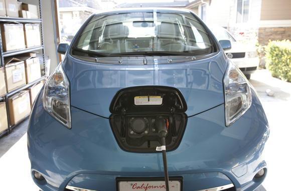 Energy Gas Oil Nissan Leaf Electric Cars Help Cut Oil