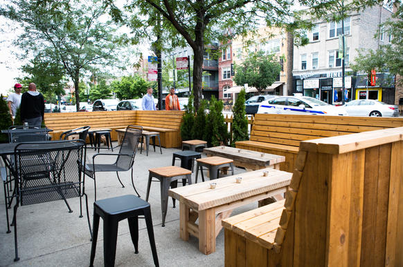 The front sidewalk seating along Division Street at Fame in Ukrainian Village.