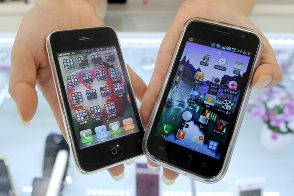 Consumer advocates have been asking for new rules that would make it legal to unlock cellphones.