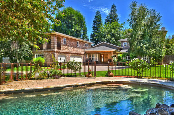 """NBA analyst Kenny """"The Jet"""" Smith and his wife, model-actress Gwendolyn Osborne, have put their gated home in Encino on the market at $2.795 million."""