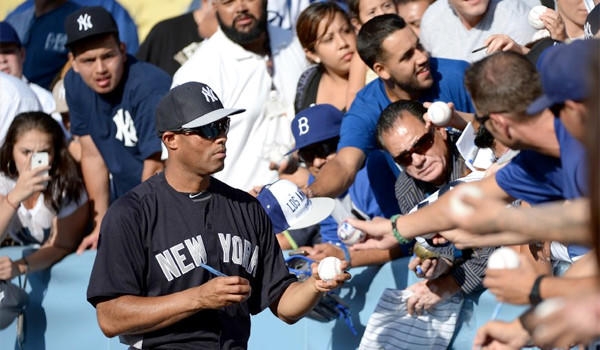Mariano Rivera met with approximately 20 longtime Dodgers employees before the New York Yankees took on the Dodgers at Dodger Stadium on Wednesday.